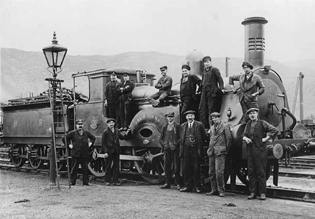 Photograph of Aviemore shed staff in 1922